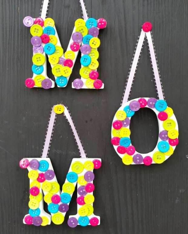 Hanged Button Letters for Mom