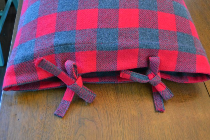 Bed Checkered Pillow Case with Ties