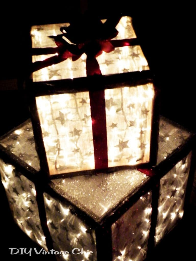 DIY Vintage Chic two Christmas boxes with star and lights