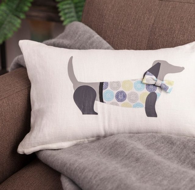 Cricut Iron-ons pillow dog design