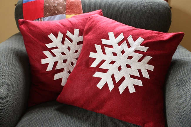 Red Christmas Snowflake Pillow