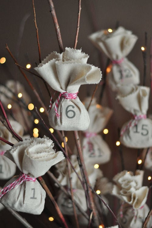 DIY advent calendar of pouch cloth tied in sticks