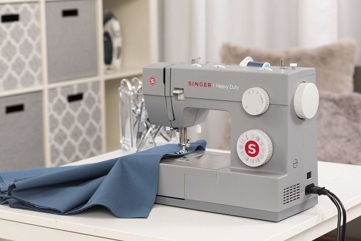 Heavy Duty 4432 Sewing Machine Singer in a table, sewing multiple layers of fabric