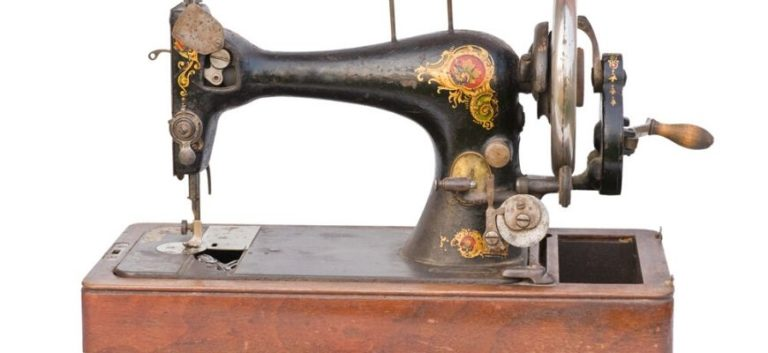 How to Open a Singer Sewing Machine Case Lid Without a Key