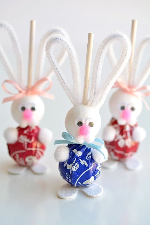 Adorable lolly pop bunnies perfect treat to fit into Easter baskets.