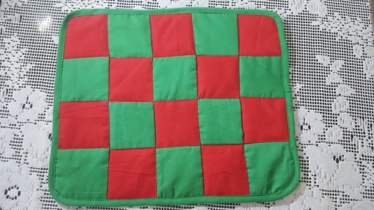 Sewing Placemats for Beginners with checkered green and red design