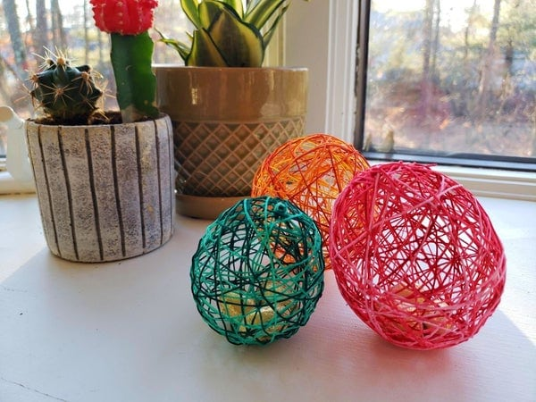Simple spring string art eggs.